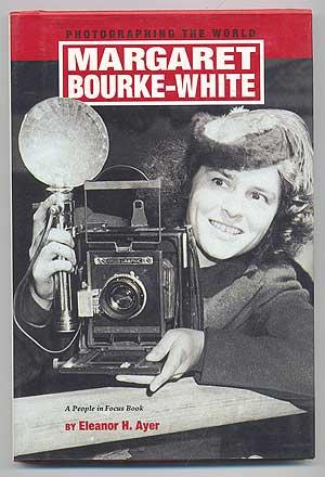 Photographing the World: Margaret Bourke-White. A People in Focus Book - AYER, Eleanor H.