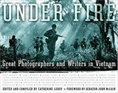 Under Fire: Great Photographers and Writers in Vietnam - Leroy, Catherine / McCain, John