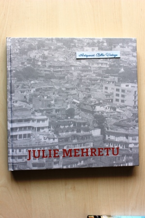 JULIE MEHRETU . Black City . ( Ausstellung / Exhibition MUSAC, Museo de Arte Contemporáneo de Castilla y León, Spain, 2006; Kunstverein Hannover und Louisiana Museum for Moderne Kunst, Humlebæk, Denmark, 2007 ). ( Catalogue Katalog Ausstellungskatalog ze - Chua, Lawrence, Mary (Hrsg.) Christian und Julie (Ill.) Mehretu